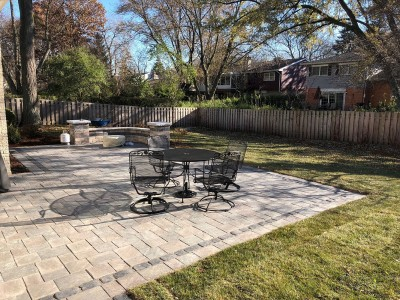 Richcliff paver patio with Brussels Dimensional seat wall and pillars