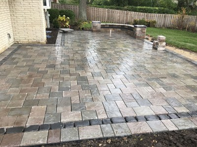 Richcliff paver patio with Courtstone border by Unilock1