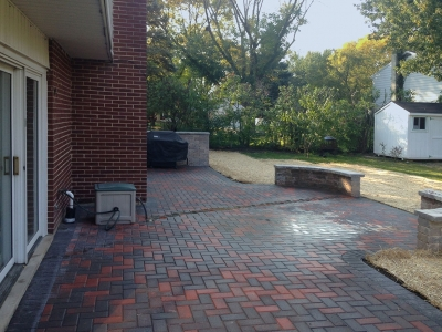 Backyard-Patio-with-Seat-Wall