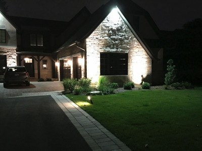 Path Lights and Uplights Single House in Glenview Lighting