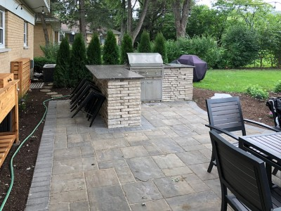 Beacon Hill paver patio and Rivercrest custom kitchen by Unilock