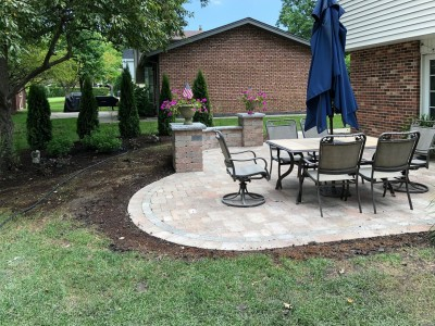 Paver patio seat wall and pillars using Brussels Block and Brussels Dimensional Stone by Unilock