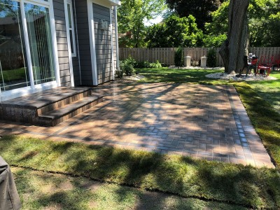 Hollandstone paver patio Unilock