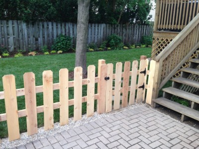 Cedar Gate to Yard   Wrigleyville Landscaping
